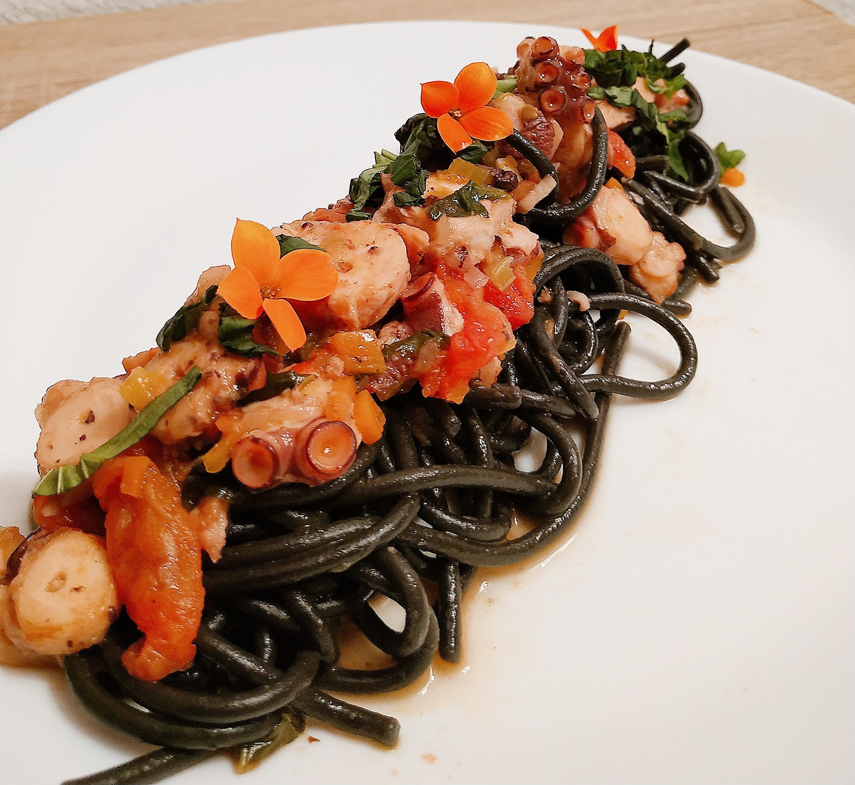 Garofalo - Spaghetti Garofalo nero di sepia con ragú de pulpo